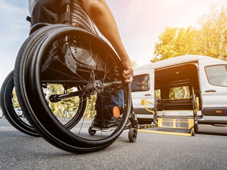 Transporting people with reduced mobility: reassuring relatives with geolocation